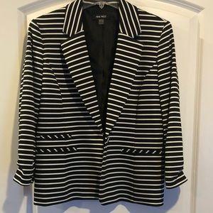 Nine West Black and Cream stripper blazer, size 8